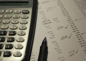 保険調剤明細書の配布が義務化!領収証との違いは?