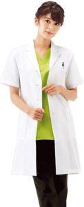 ナースリー デイリー 半袖ドクターコート 白衣 シワになりにくい 女性用 実験 診察衣 両脇ポケット付